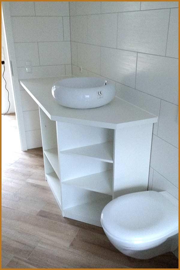 Weißes Badezimmerregal