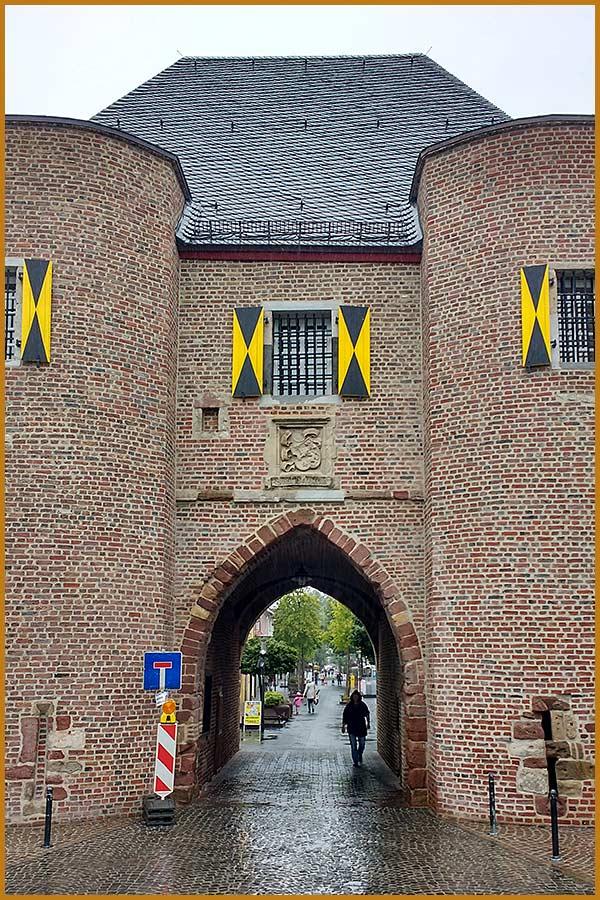 Aachener Tor: Fußbodenarbeiten in den Innenräumen